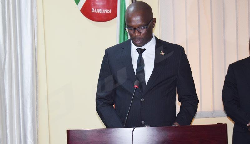 Le Sénat pour l'équilibrage ethnique et du genre dans les ONGs