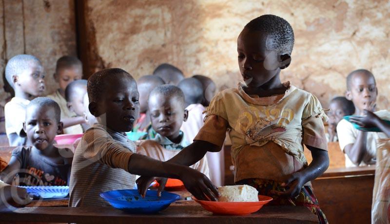 Mercredi 24 octore 2018 - Grâce au programme des cantines scolaires endogènes du PAM, les bénéficiaires ne s'absentent pas à l'école. Les cas d'abandon scolaire ont diminué considérablement. Au cours de l'année scolaire 2017-2018, l'école primaire de Cuzwe située en commune Rugombo de la province Cibitoke a enregistré un seul cas ©Égide Nikiza