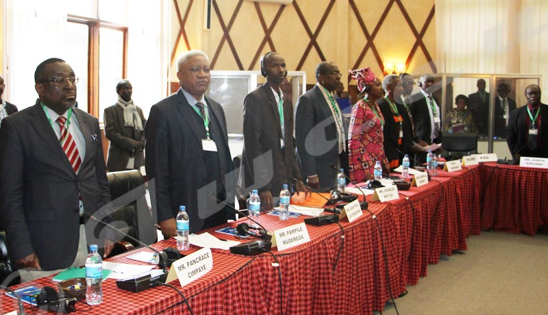 Dialogue inter-Burundais : Mkapa regrette l'absence de Bujumbura, l'opposition exulte