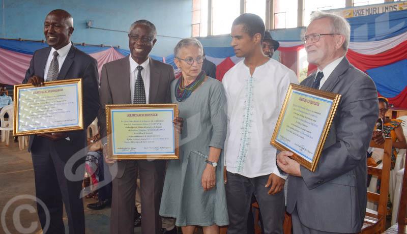 Samedi, 10 novembre 2018- Lors de la célébration de ses 60 ans, le lycée Notre Dame de la Sagesse donne des certificats d'honneur à ceux qui ont beaucoup contribué pour l'école. ©Edouard Nkurunziza/Iwacu