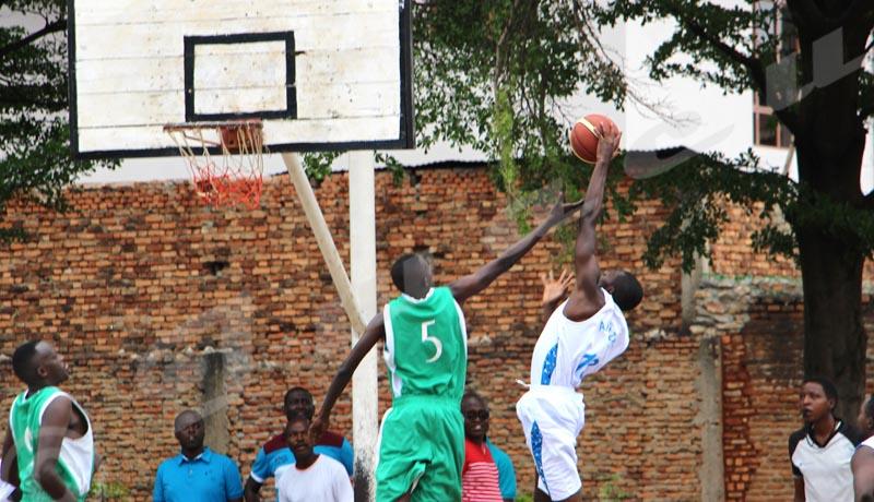 Dimanche, 11 novembre 2018 - Lors de la première journée du championnat corporatif de basketball, Dynamo a battu Akayazwe  par 75-65 chez les plus de 40 ans ©Onesphore Nibigira/Iwacu