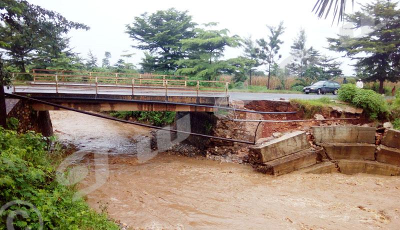 Mutimbuzi : le pont sur la rivière Murago peut céder à tout moment
