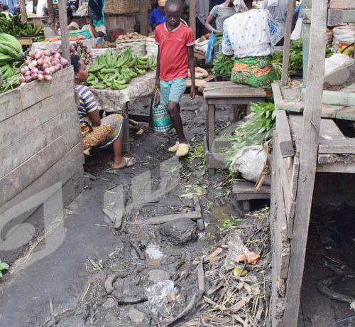 marché plus que sale à Kinama ©Parfait Gahama/Iwacu