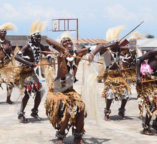 Vendredi, 2 février 2019 - Les danseurs intore de Kirundo en action à l'occasion de la journée culturelle à l'Ecole supérieur de commandement de l'État Major à Bujumbura ©Jérémie Misago/Iwacu