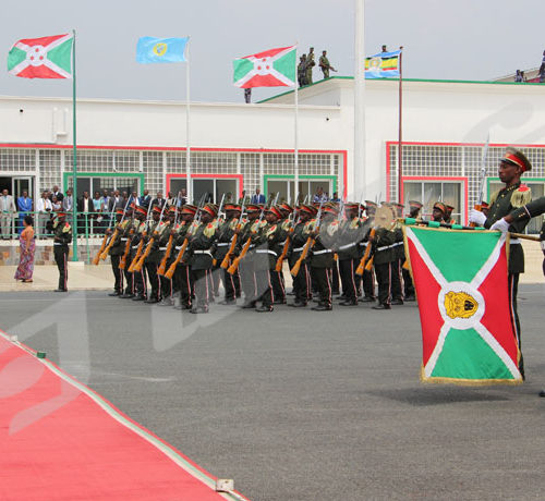 Du 18 au 19 février, Mohamed Abdoulahi, président somalien a effectué une visite au Burundi. Passage en revue des troupes