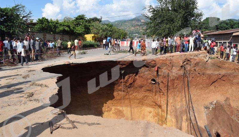 Vendredi, 3 mai 2019 - Le boulevard Mutaga II de la zone Musaga quartier Kinanira II n'est plus praticable suite aux effondrements./