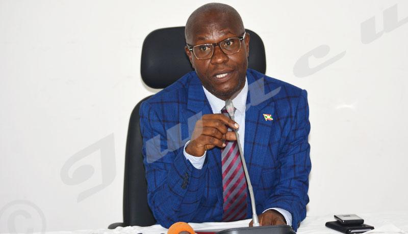 Le ministre des Droits de l'homme tance les ONG