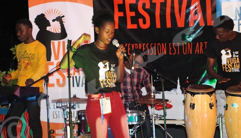 Festival du slam: des mots contre les maux des femmes