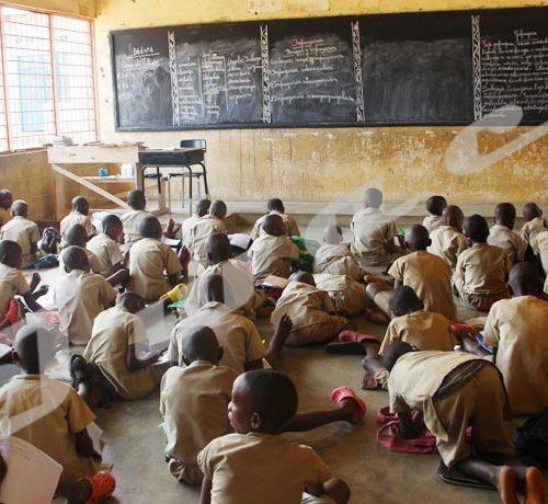 Jeudi 12 Septembre 2019- Les écoliers de l'Ecofo Gasenyi II en Mairie de Bujumbura s'assoient par terre suite au manque de pipitres./©Térence MPOZENZI/Iwacu