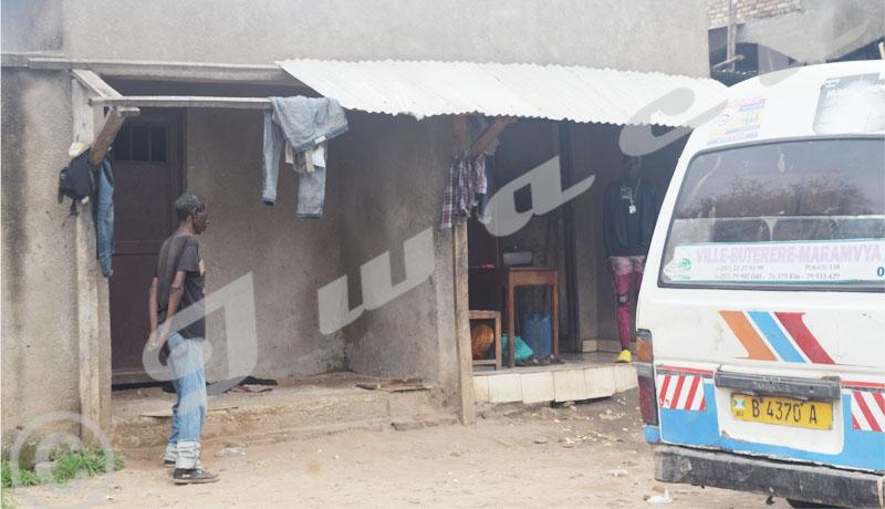 Latrines  publiques dans certains parkings de la mairie de Bujumbura, un défi