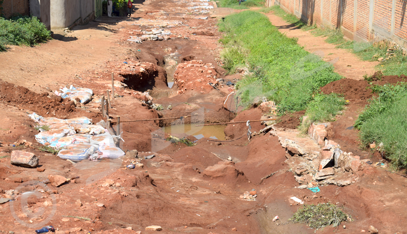 Kibenga: quand un fossé se creuse au milieu d'une rue