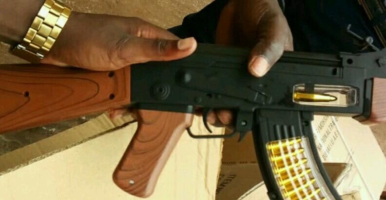 «Il n'y a pas à s'alarmer, les fusils saisis sont des jouets»