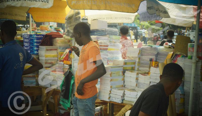 Du commerce improvisé autour de l'ancien marché de Bujumbura
