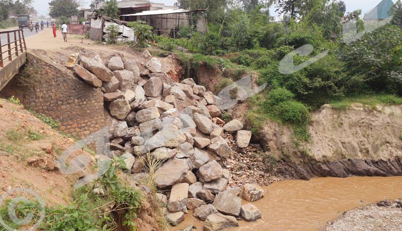 Pont Gikoma en réhabilitation : ses usagers jubilent, les riziculteurs déchantent
