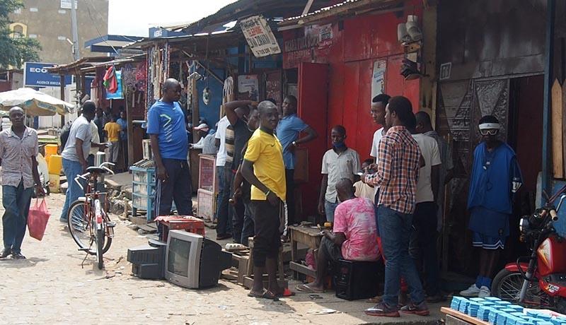 Fermeture des boutiques situées près des marchés, leurs proprietaires indignés
