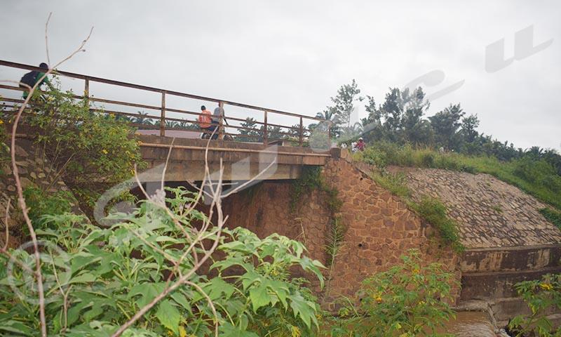 Le pont sur la rivière Muzazi risque de céder