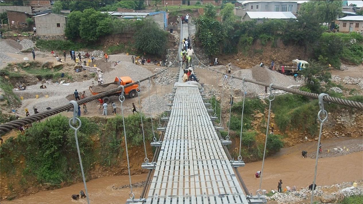 Pont suspendu entre Musaga et Kanyosha : un trait d'union salué