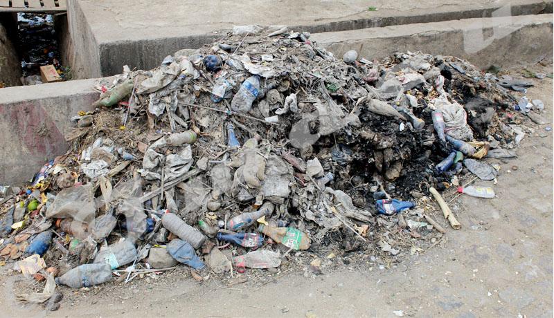 Bwiza : des bordures de routes encombrées d'ordures